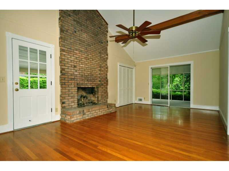 935 Landmark DR - Atlanta - Sandy Springs