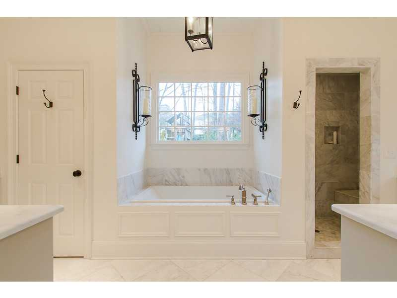 Master Bath/Spa. Large tub and separate shower and water closet