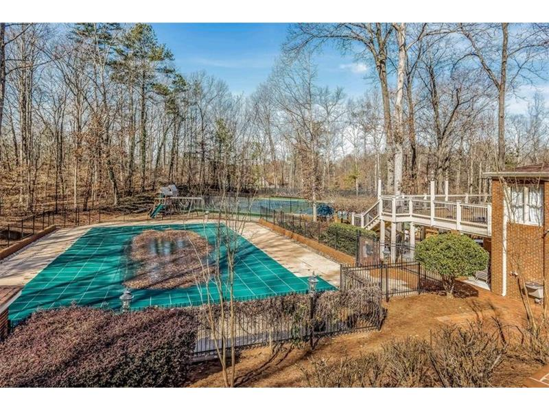 AMENITIES: While living in Grogans Bluff, you will have access to fabulous amenities, including a large swimming pool, lighted tennis courts and a community clubhouse.