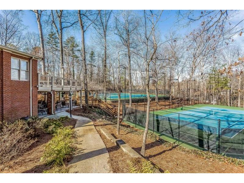 AMENITIES: Grogans Bluff is situated in an ideal Sandy Springs location with close proximity to shops, restaurants, offices and schools and also allows for fast, easy access to the Interstate.