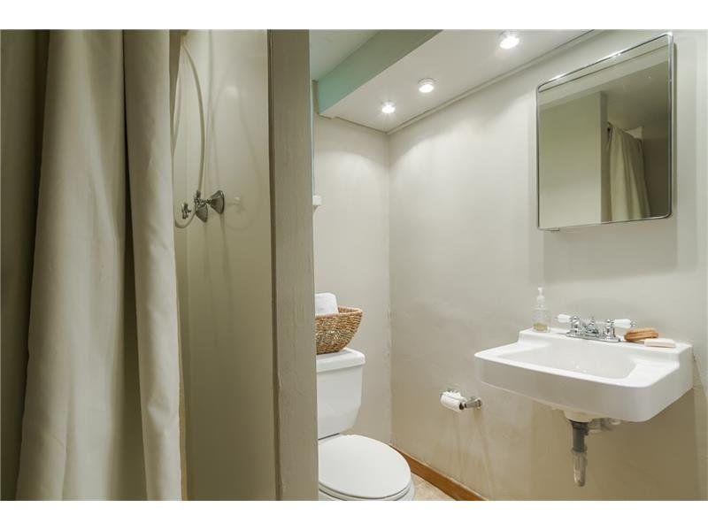 Wonderful full terrace level bath, great for guest.