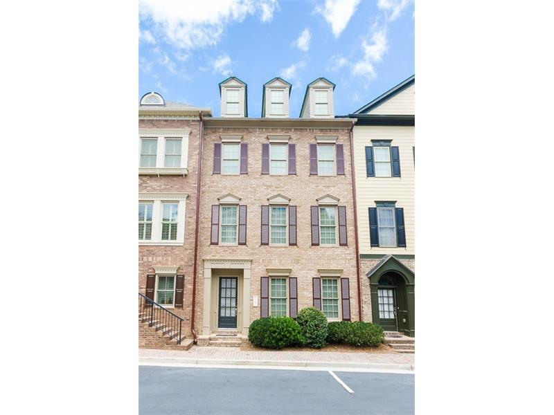Beautiful Brick Townhome in gated neighborhood in Vinings! Fabulous location walk to shopping and restaurants!
