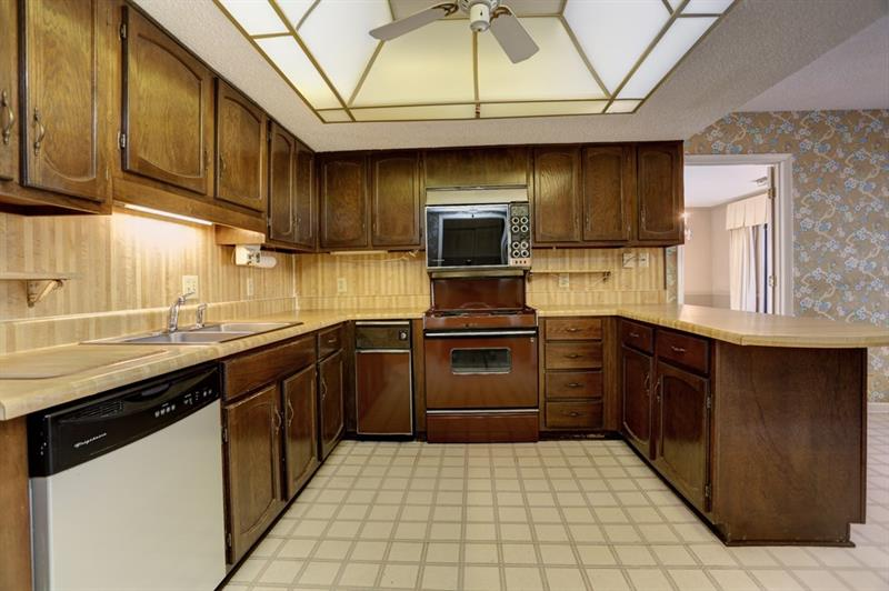 Ample potential to turn this into your dream kitchen!