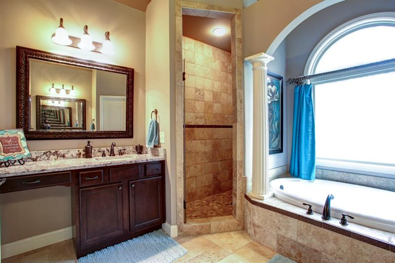 Granite countertops, stunning tiled shower, jetted jacuzzi tub with make this a retreat!