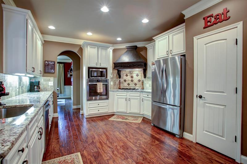 Gorgeous custom cabinets with tons of storage space & walk-in pantry!