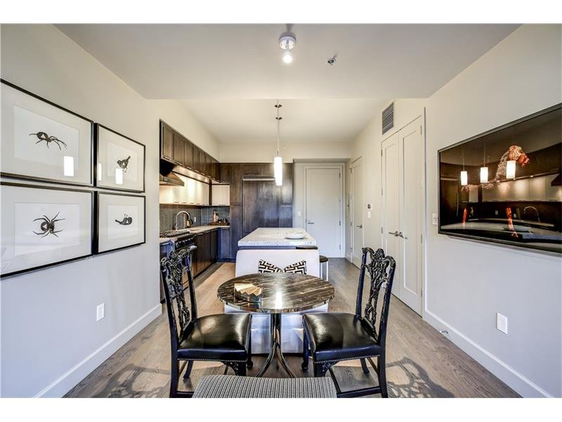 2 bedroom 2.5 bath unit with gorgeous finishes!