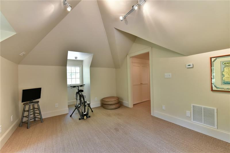 3rd Guest bedroom upstairs easily used as flex space for rec room / private studio.