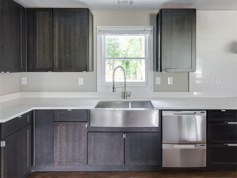 Maple Mocha Cabinets with Apron Sink and Fisher & Paykel 2-Drawer Dishwasher