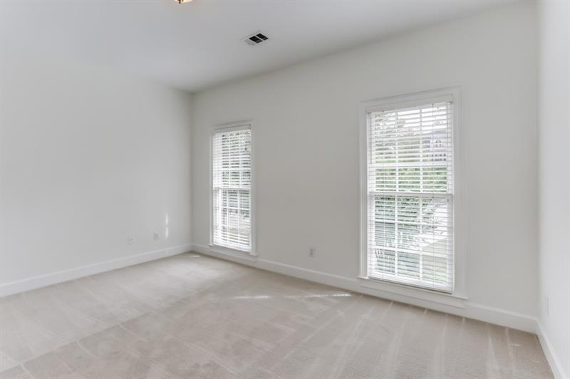 345 W Berwicke Common - Sandy Springs - Berwicke