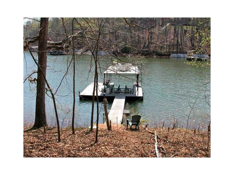 7370 Nichols Cove Drive - Dawsonville - North Lake Lanier